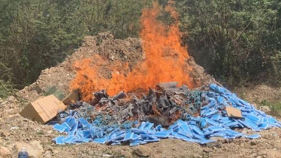 Tiêu hủy gần 80.000 chiếc khẩu trang y tế chưa đủ điều kiện lưu hành