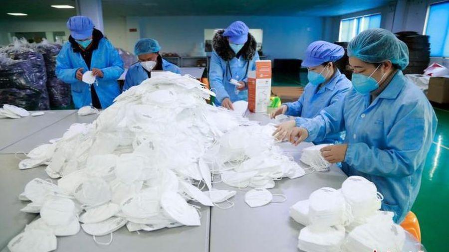 Trung Quốc gửi 2,2 triệu khẩu trang, 50.000 bộ kit xét nghiệm tới châu Âu chống Covid-19