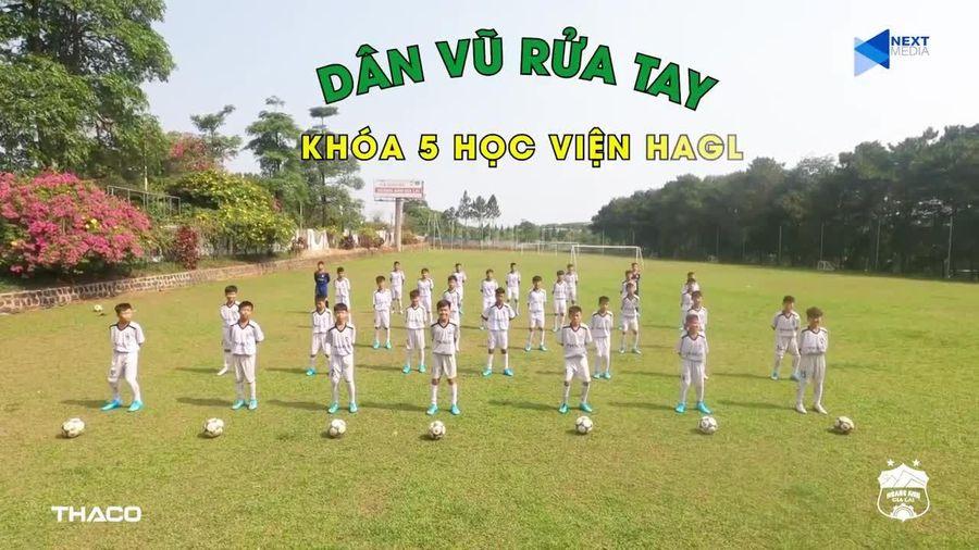 Cầu thủ HA Gia Lai nhảy điệu 'co-ro-na xa ta ra' cực chất