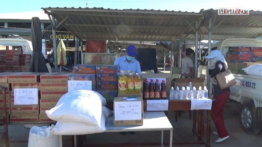 Chợ giá rẻ cho người dân khu vực cách ly Văn Lâm 3