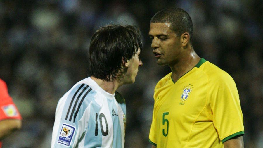 'Đá với Messi, chúng tôi thay nhau đốn hạ anh ấy'