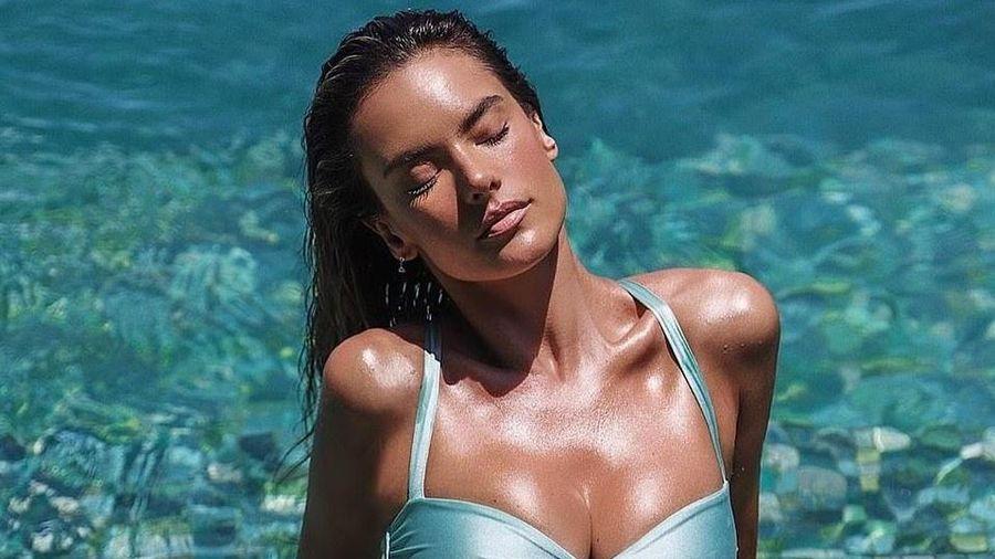 Cựu thiên thần nội y khoe dáng với bikini ở tuổi 39