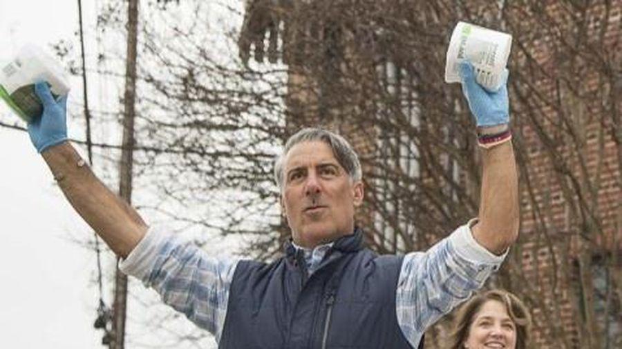 Công ty Mỹ phát 1.000 cuộn giấy vệ sinh miễn phí cho mọi người