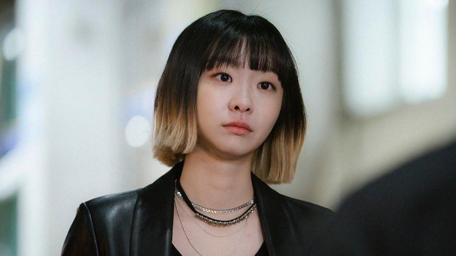 Nữ chính 'Itaewon Class' thường mặc đồ cá tính, có giá đắt đỏ