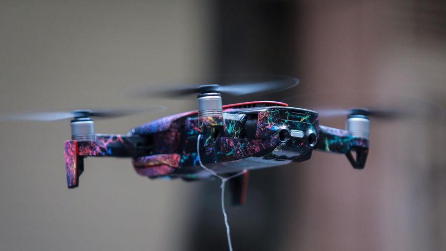 Cửa hàng ở Hà Nội giao bánh mì cho khách bằng drone trong mùa dịch