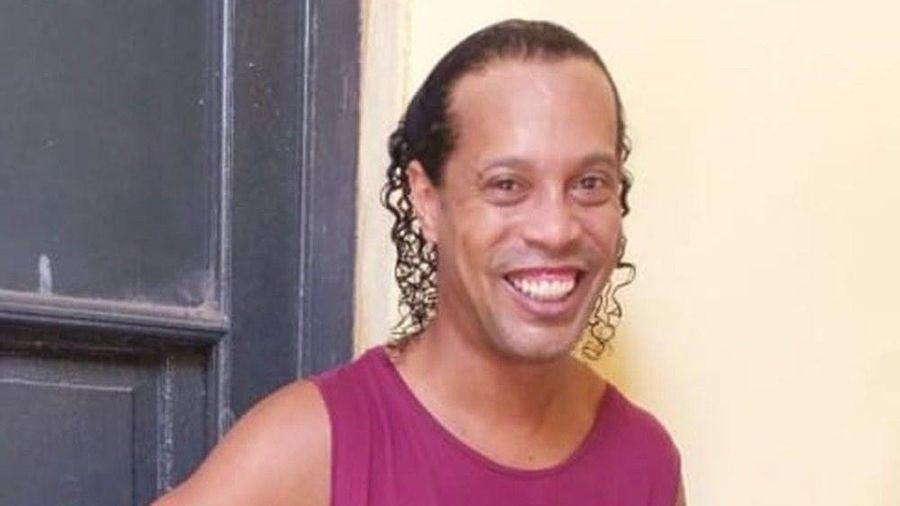Ronaldinho được chăm sóc khi ở tù