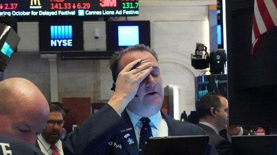 Làn sóng bán tháo tăng mạnh, Dow Jones rớt khỏi mốc 20.000 điểm