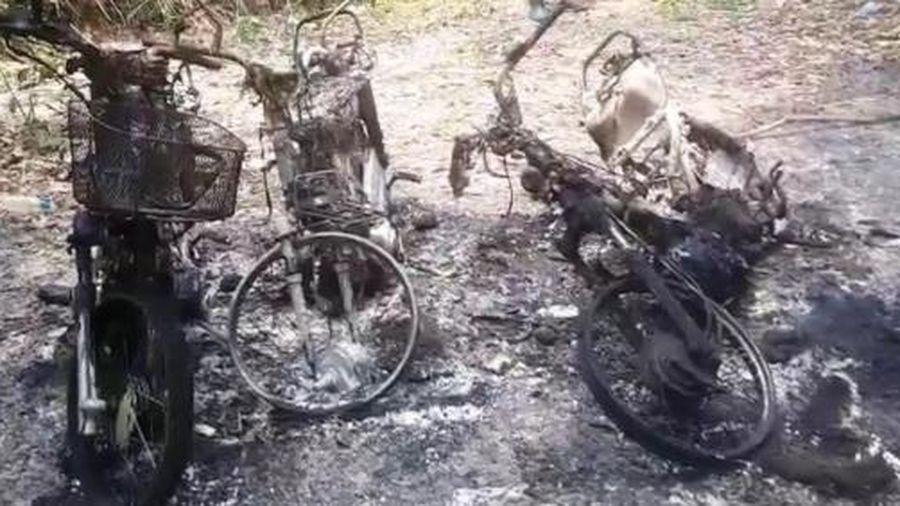 Điều tra 3 chiếc xe máy của cán bộ bảo vệ rừng bị cháy trơ khung