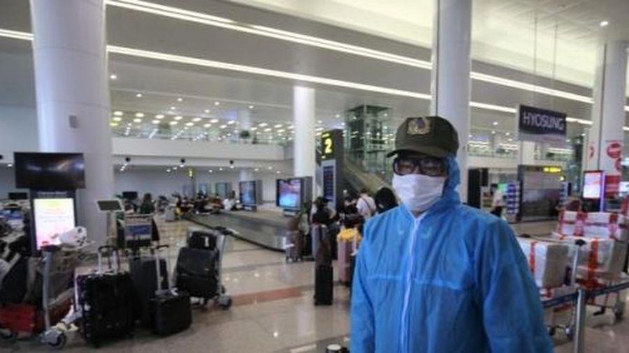 Tháo gỡ ách tắc nhập cảnh tại sân bay Nội Bài