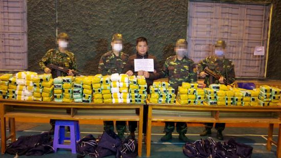 Phá vụ vận chuyển 246 kg ma túy đá qua biên giới
