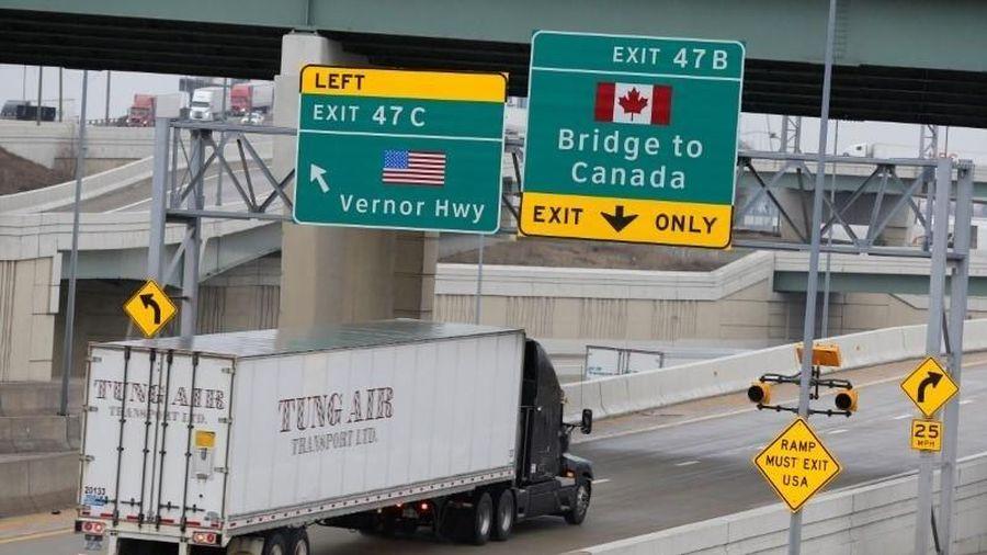 Mỹ đóng cửa tạm thời biên giới với Canada