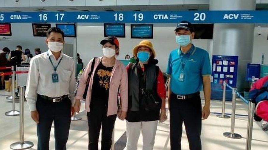 Gần 600 người hết hạn cách ly được vận chuyển miễn phí về Hà Nội, TP HCM
