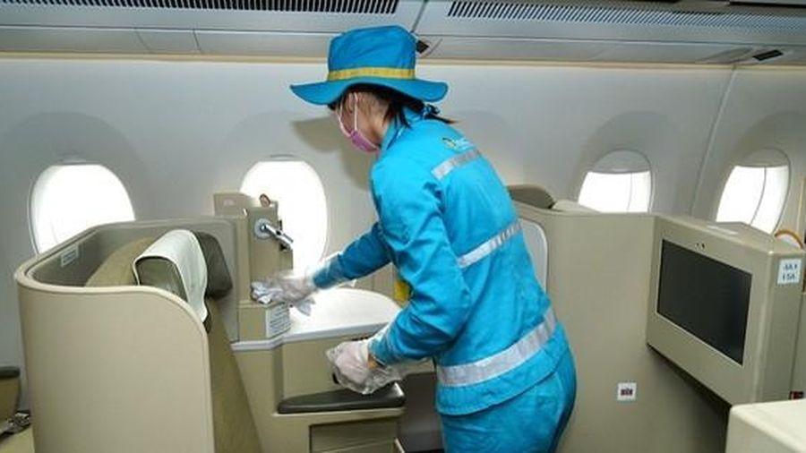 CLIP: Máy bay nội địa được vệ sinh khử trùng như thế nào để phòng dịch Covid-19?