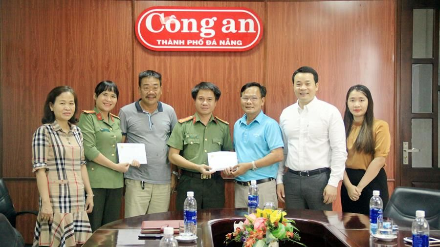 Hội Doanh nhân Nghệ Tĩnh mở rộng tại Đà Nẵng trao tiền ủng hộ chung tay phòng chống dịch Covid-19