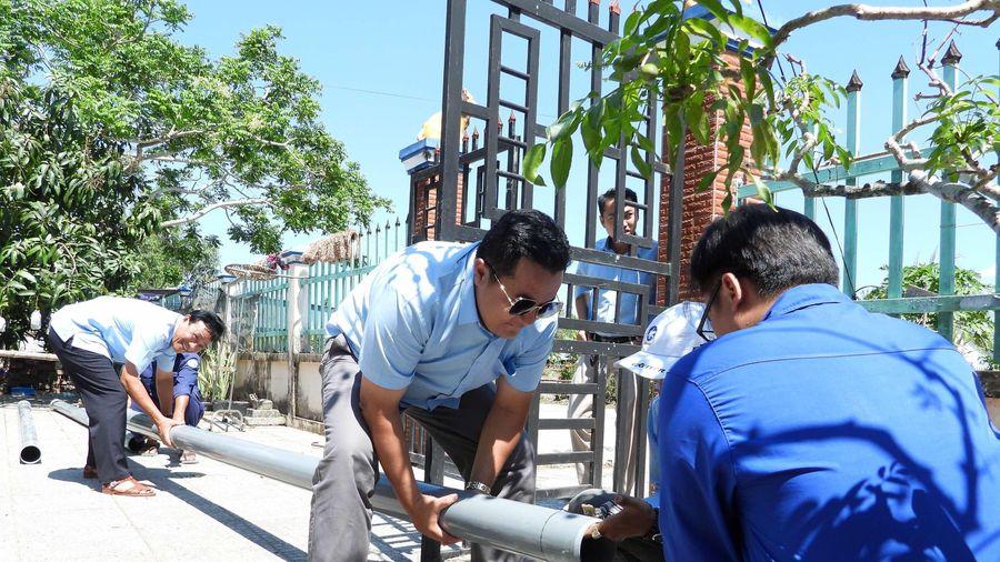 Mở rộng đường ống dẫn nước ngọt 'giải khát' cho người dân vùng nông thôn ở Cà Mau