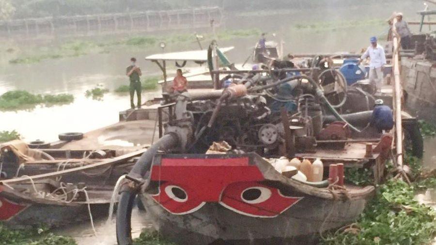Liên tiếp bắt 2 vụ khai thác cát trái phép trên sông Sài Gòn