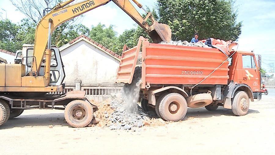 Phát hiện hàng loạt xe quá tải tại Thừa Thiên – Huế