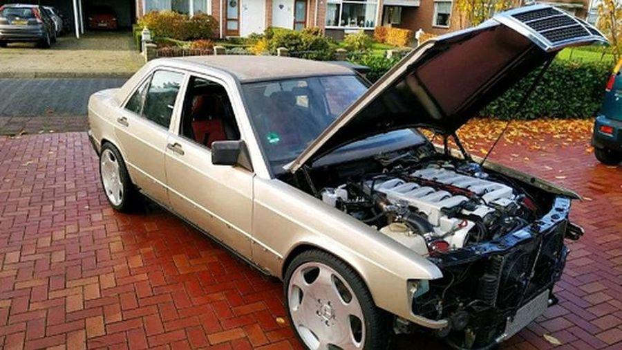 Mercedes-Benz 190 1984 độ động cơ V12 'to đùng' từ S-Class