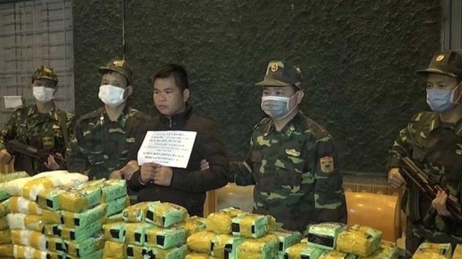 Bắt quả tang vụ vận chuyển gần 250 kg ma túy