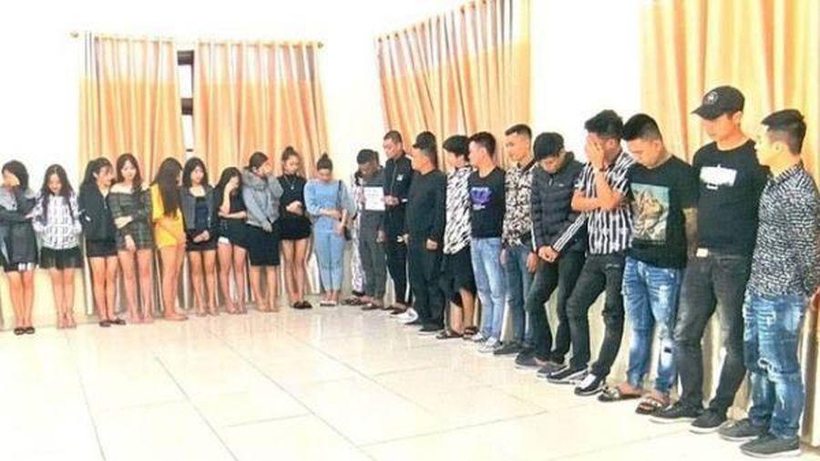 Bắt 68 thanh niên nam nữ đang sử dụng ma túy trong quán Karaoke