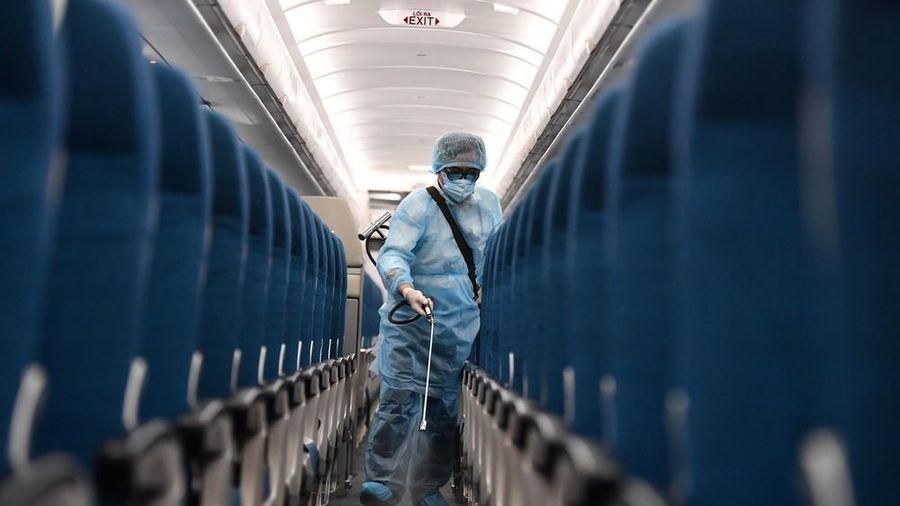 Tìm khẩn cấp hành khách trên 3 chuyến bay có người mắc Covid-19