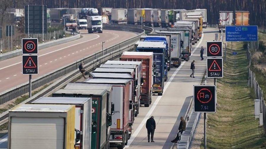 Châu Âu ùn tắc vì lệnh phong tỏa Covid-19