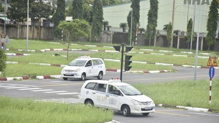 Hà Nội tạm dừng sát hạch, cấp phép lái xe vì dịch Covid-19