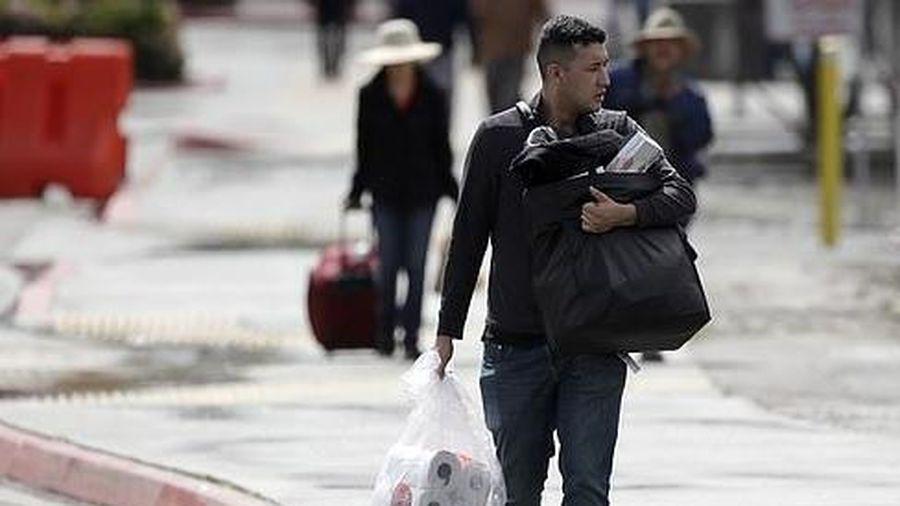 Hết hàng diện rộng, dân Mỹ đổ xô sang Mexico mua giấy vệ sinh