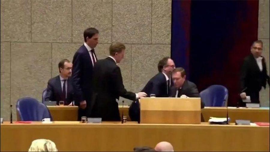 Bộ trưởng Y tế Hà Lan lên tiếng sau khi ngã quỵ tại Quốc hội