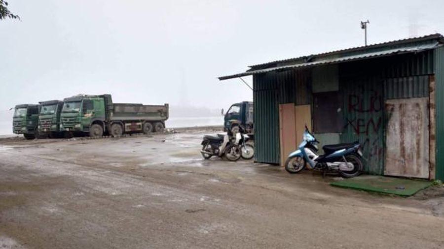 Đất hồ Yên Sở nghi bị chiếm dụng: Đất là nơi nuôi dê, ngựa, tập kết cần cẩu