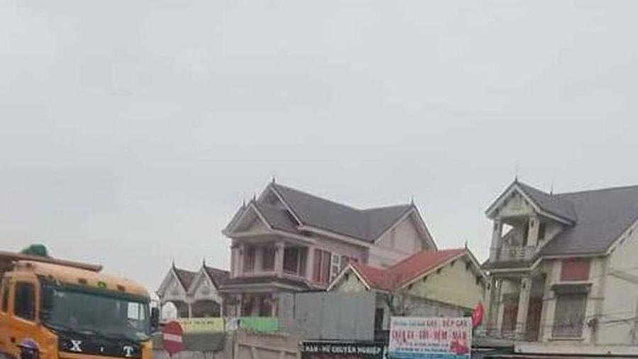 3 nữ sinh bị xe ô tô cán khi đang tìm cách qua đường ở Nghệ An, 1 người tử vong tại chỗ