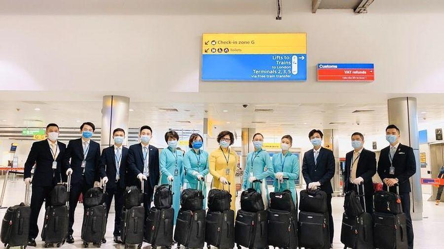 Hàng trăm tiếp viên Vietnam Airlines xin không nhận lương