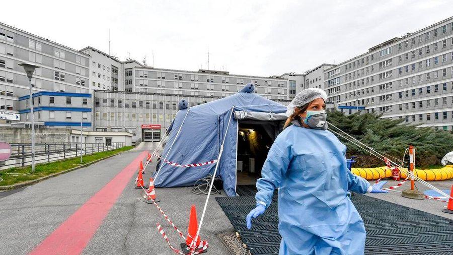 Italy gấp rút xây dựng bệnh viện dã chiến trong 72 giờ