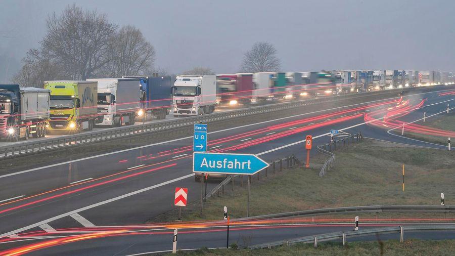 Hàng trăm người mắc kẹt ở biên giới Đức-Ba Lan do dịch bệnh