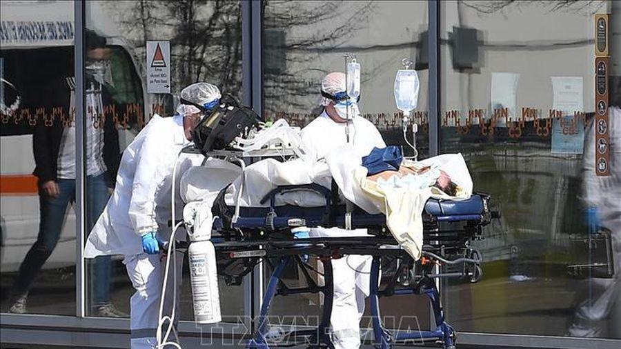 Pháp ghi nhận gần 90 ca tử vong mới do COVID-19 trong 24 giờ