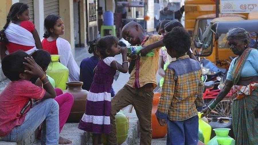 Người nghèo Ấn Độ đối mặt rủi ro lây nhiễm SARS-CoV-2 vì thiếu nước sạch
