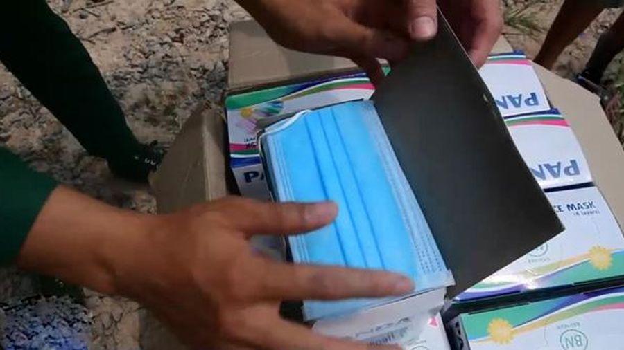 Thu giữ hơn 17.000 khẩu trang y tế không có giấy ở cửa khẩu Lộc Thịnh
