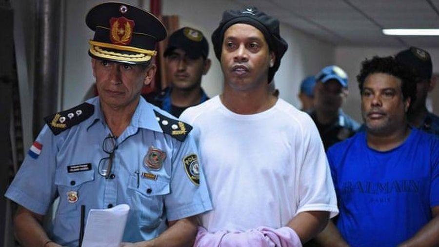 Hé lộ mới về cuộc sống trong tù của Ronaldinho