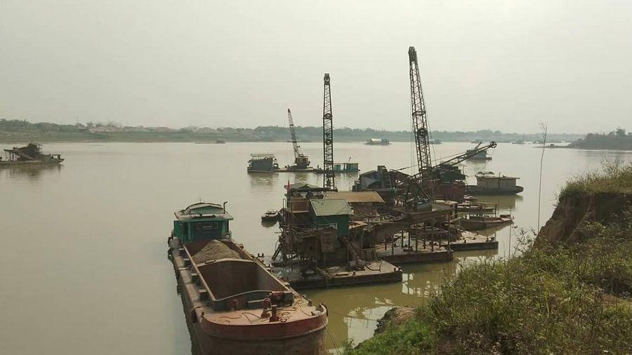 Phú Thọ: Phạt hơn 650 triệu đồng vì khai thác cát trái phép