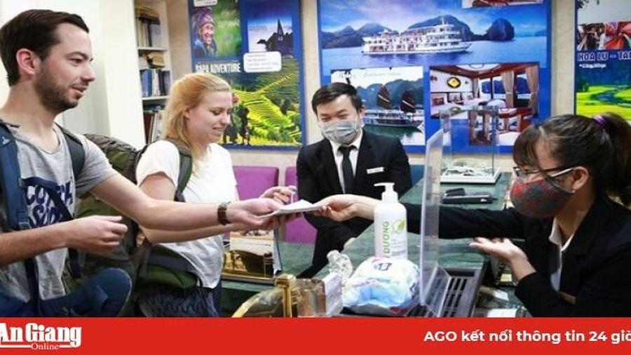 Các cơ sở lưu trú du lịch ở An Giang kiểm tra khai báo y tế khách du lịch