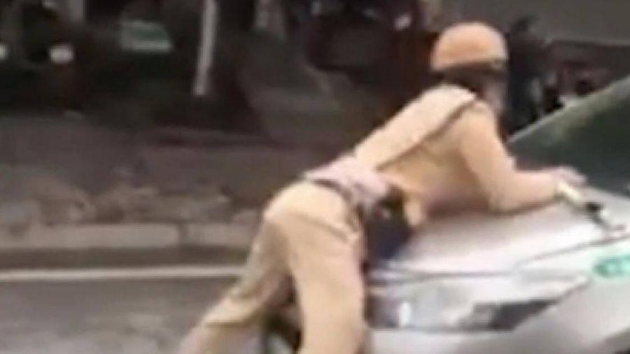 Tài xế taxi hất Trung úy CSGT lên nắp capô bỏ chạy gần chục km là ai?