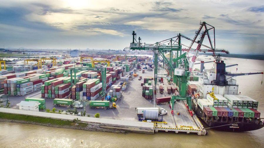 Xuất khẩu sang Mỹ bất ngờ tăng vọt, vượt mốc 10 tỉ USD
