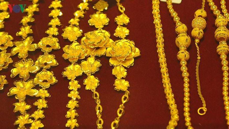 Giá vàng đang trên 'đỉnh' bỗng sụt giảm vì đâu?