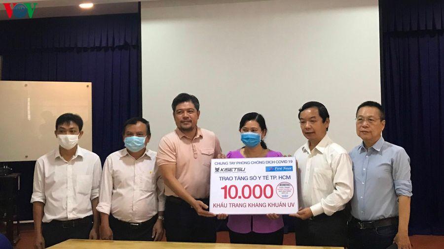 Tặng 40.000 khẩu trang kháng khuẩn cho y tế tuyến đầu