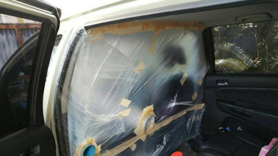 Tự chế buồng cách ly trên xe ô tô đón con trở về từ vùng dịch Covid-19
