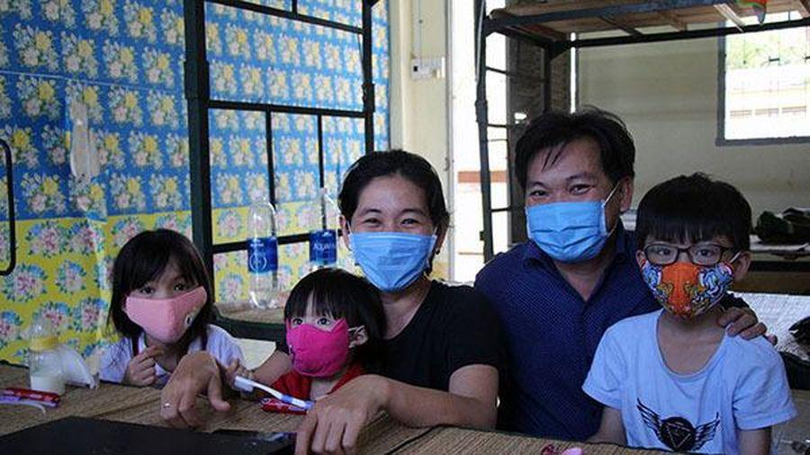 Cuộc sống của nữ tiến sĩ ĐH Y dược cùng chồng và 3 con nhỏ trong khu cách ly