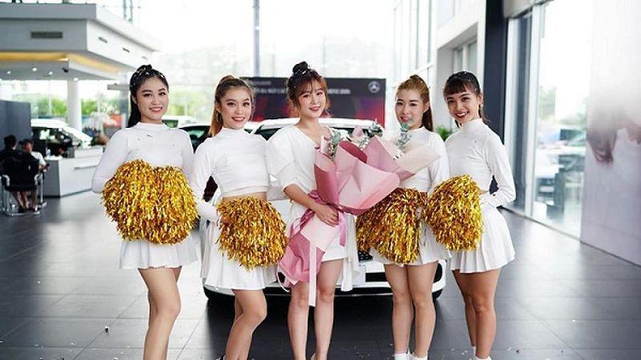 Hot girl Ribi Sachi tậu xe sang Mercedes-Benz gần 2,5 tỷ đồng