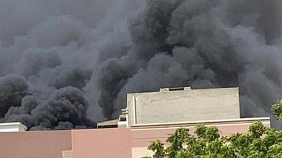 Pakistan: Cận cảnh hiện trường máy bay chở 107 người lao xuống khu dân cư