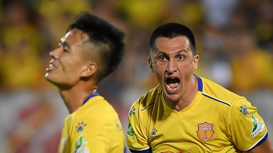 Đỗ Merlo mắng thẳng mặt Hoàng Minh Tuấn vì chơi cá nhân