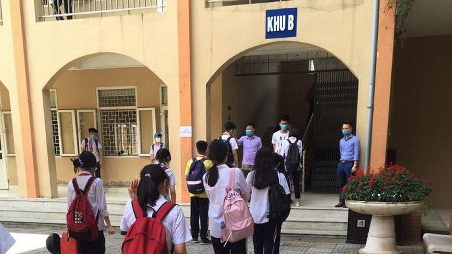 Quận Cầu Giấy thông tin chính thức vụ học sinh trường Lê Quý Đôn đứng ngoài nắng